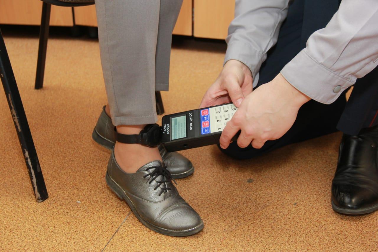 В Тульской области осужденные испортили электронные браслеты на сумму в более 1 миллиона рублей