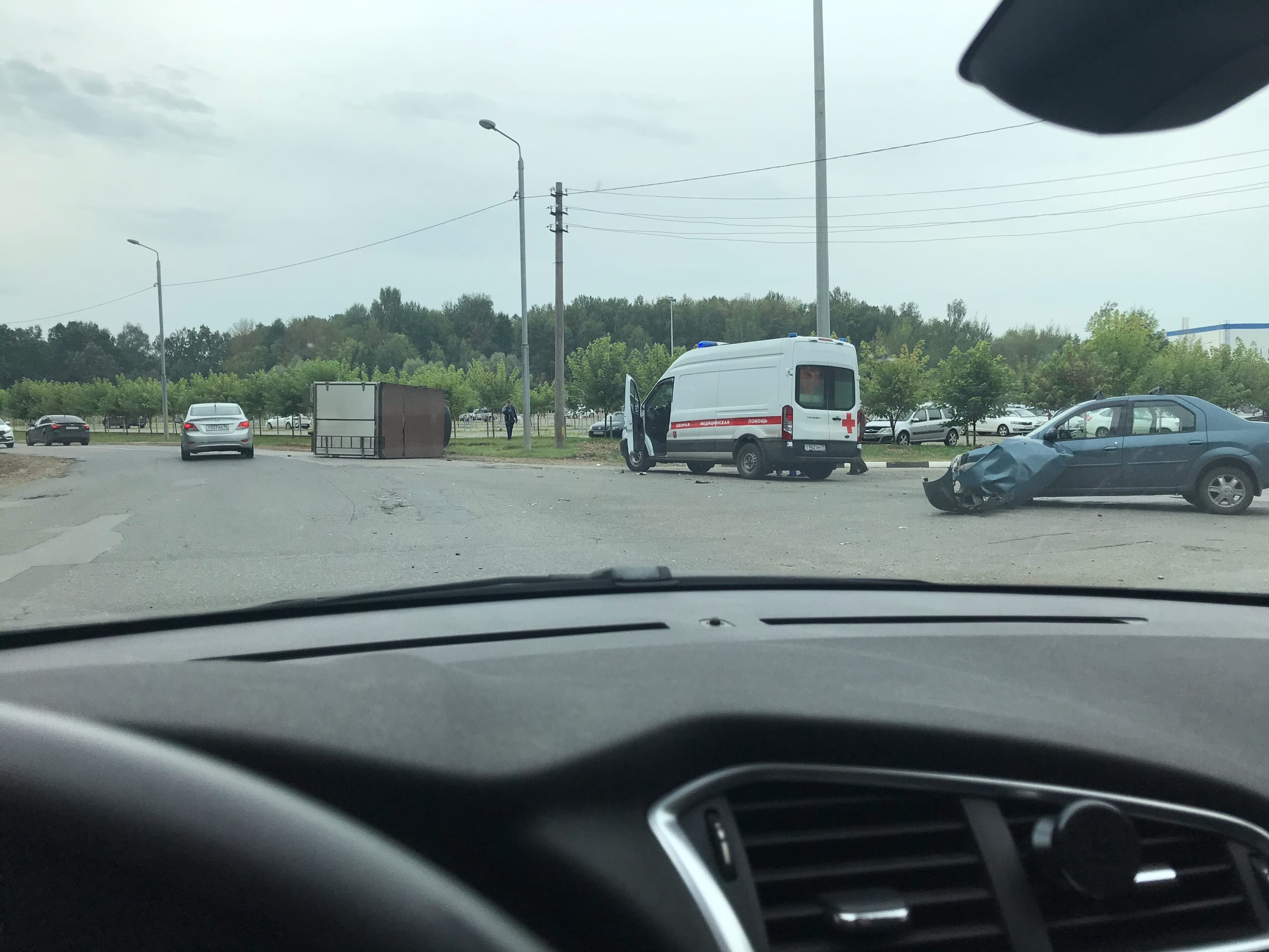 Недалеко от «Щегловского вала» в Туле перевернулся грузовик