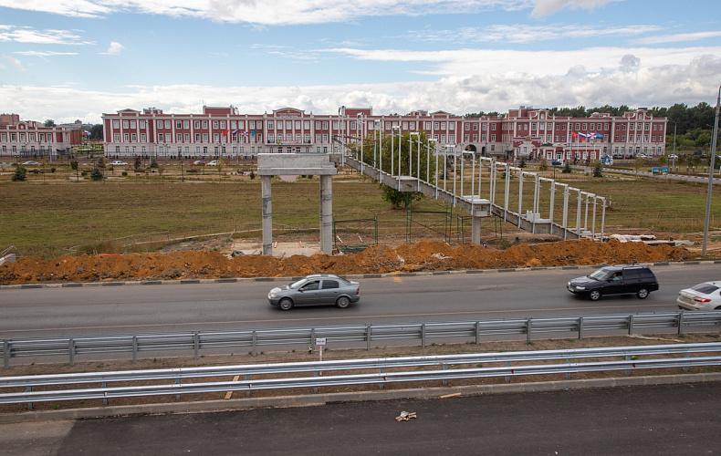 На улице Рязанской в Туле ведется монтаж надземного перехода