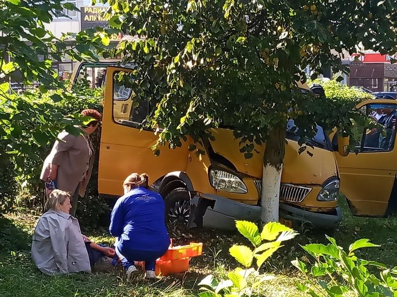 Пять человек пострадали в ДТП с участием маршрутки в Тульской области