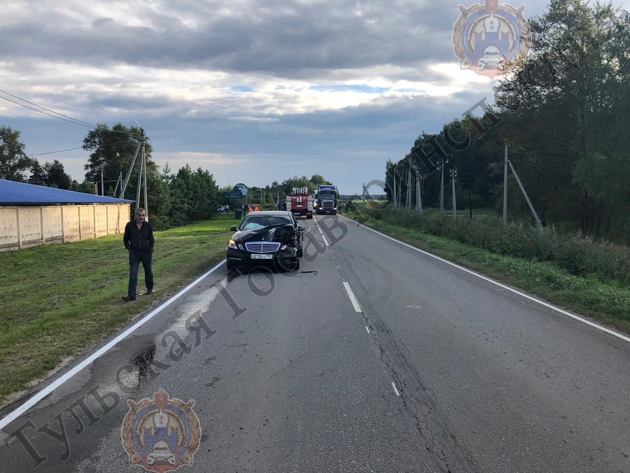 В Тульской области Mercedes въехал в мотороллер: два подростка госпитализированы