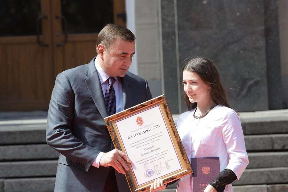 Алексей Дюмин вручил дипломы выпускникам Медицинского института ТулГУ
