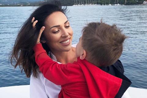 Алсу показала фото с подросшим сыном Рафаэлем