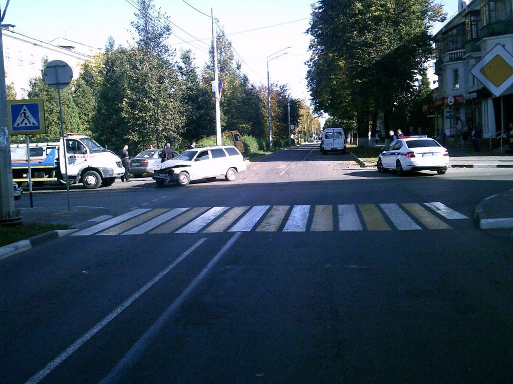 В результате ДТП в Новомосковске пострадали три человека