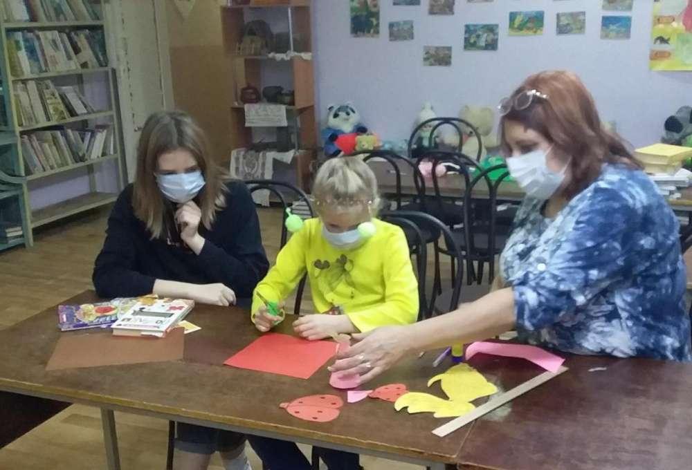 Дети во время каникул спешат посетить детскую библиотеку