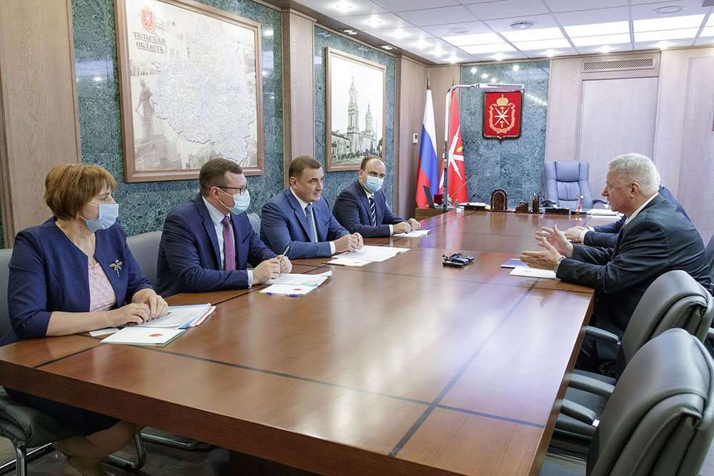 Алексей Дюмин встретился с председателем Федерации независимых профсоюзов России Михаилом Шмаковым