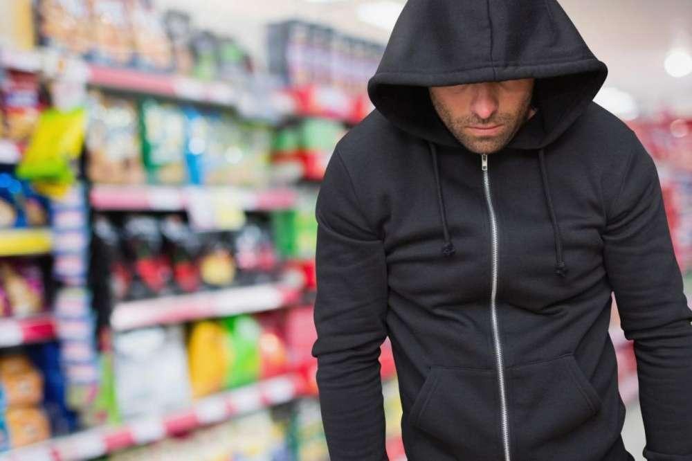 Рецидивист признался в ограблении магазина